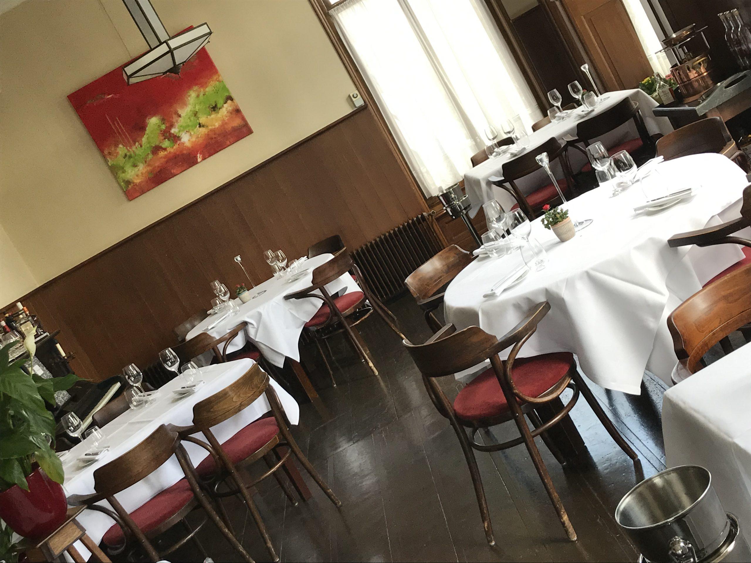Alle tafels staan klaar voor aanstaande maandag om onze gasten te ontvangen. Op de tafel mist nog wel iets?🧐Weet u wat het is? Laat het ons weten.    ❓Reserveren of meer informatie☎️met… Bekijken
